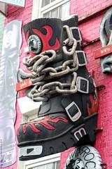 New Rock (Rick & Bart) Tags: art buckstreet london uk city urban camdentown rickvink rickbart canon eos70d store streetart newrock boot