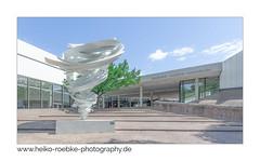 entrée! (Heiko Röbke) Tags: skulptur aliceaycoc de architektur building twister kunstobjekt museum gebäude hannover architecture sigma1224mmf40dghsmart canon5dmkiv 2019 lightroom sprengelmuseum city