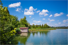 Harmatinger Weiher, Bayern (Janos Kertesz) Tags: water nature lake reflection tree sky blue house wood wooden landscape pond travel summer harmating harmatingerweiher bavaria bayern wolken clouds