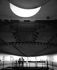 16 Antonio Guijarro (espaciosparaelarte) Tags: arte artecontemporáneo bellasartes blancoynegro cultura comunidaddemadrid creación exposición exposiciones espaciosparaelarte calle universos vuelo paloma hoja agua gota mano sombra ojo papel detalle contraste díptico davidjiménez cielo