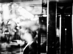 34 Gema Ramírez.jpg (espaciosparaelarte) Tags: arte artecontemporáneo bellasartes blancoynegro cultura comunidaddemadrid creación exposición exposiciones espaciosparaelarte calle universos vuelo paloma hoja agua gota mano sombra ojo papel detalle contraste díptico davidjiménez cielo