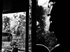 32 Gema Ramírez (espaciosparaelarte) Tags: arte artecontemporáneo bellasartes blancoynegro cultura comunidaddemadrid creación exposición exposiciones espaciosparaelarte calle universos vuelo paloma hoja agua gota mano sombra ojo papel detalle contraste díptico davidjiménez cielo