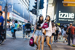 Street style (人間觀察) Tags: street streetphotography photography sony sonyrx1r rx1rm2 rx1r candid city night people girls travelling 35mm f2 wideopen offfinder 街拍 街道 hongkong hk