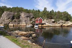 Edholmen 1.6, Hvaler, Norway (Knut-Arve Simonsen) Tags: edholmen kirkeøya hvaler norge норвегия norway noruega norwegen norvegia norvège नॉर्वे 挪威 ノルウェー நோர்வே νορβηγία sydnorge sørnorge østlandet glomma oslofjorden østfold norden scandinavia скандинавия э́стфолл фре́дрикстад гло́мма ослофьорд vann hav tre hytte brygge water sea cottage pier banco agua hierba árbol cabaña muelle wasser meer hütte acqua molo mare