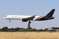 Boeing 757-256 Titan Airways G-ZAPX (Niko Hpx) Tags: boeing757256 boeing 757256 b757 757200 titanairways titan zt awc zap zt792 awc792 gzapx msn29309 cn29309 ln936 n3519l y202 rrrb211535e4 rr rb211535e4 rollsroyce landing attérissage rennessaintjacques rennes lfrn rns