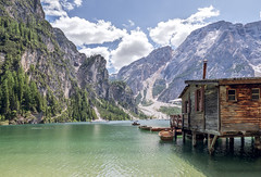 Lago di Braies II (Bernd Schunack) Tags: pragser wildsee lake braies prags boathouse rowing boats dolomites mountains südtirol italy nature landscape wahrzeichen scenery unesco world heritage site summer idyll tourist attraction panasonic lumix gx9
