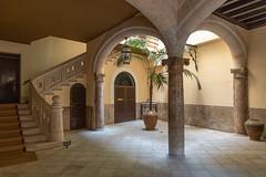 somewhere in Palma (phreekz.chmee) Tags: interieur klassisch mallorca palma säule innenhof treppe