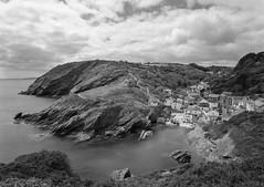 Portloe II, South Cornwall (Jonathan Woods Photography) Tags: ebony sv45te large format film nikkor 90mm sw ilford delta 100 yellow filter cornwall portloe landscape sea southwest coastal path rocks cliffs port