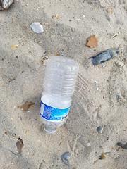 20190726_091832 (seashorty) Tags: plasticbottle litterdroppedleftabandoned