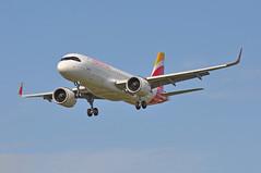 'IB31TM' (IB3164) MAD-LHR (A380spotter) Tags: approach landing arrival finals shortfinals threshold belly airbus a320 200n a320neo™ newengineoption cfminternational cfmi leap leap1a leap1a26 turbofan engine powerplant sharklets™ sharklets sharklet™ sharklet wingtipdevices wingtipdevice winglets winglet ecndn cuatrovientos internationalconsolidatedairlinesgroupsa iag iberialíneasaéreasdeespaña ibe ib ib31tm ib3164 madlhr runway27l 27l london heathrow egll lhr