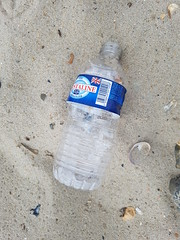 20190726_090407 (seashorty) Tags: plasticbottle litterdroppedleftabandoned