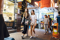 Friday night (人間觀察) Tags: street streetphotography photography sony sonyrx1r rx1rm2 rx1r candid city night people girls travelling 35mm f2 wideopen offfinder 街拍 街道 hongkong hk