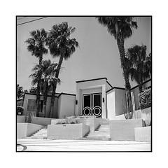 black door • palm springs, ca • 2018 (lem's) Tags: black door midcentury architecture porte noire maison house palm springs palmiers desert street rue ca california rolleiflex t