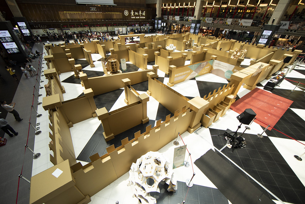 僅有四天!北車變成叢林紙迷宮,隱藏版五座2公尺高大型裝置、22公尺長幅叢林紙牆1-2