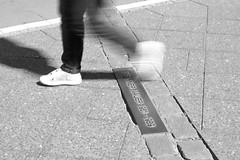 Not to forget (Franco & Lia) Tags: berlin berlino berlinermauer berlinwall murodiberlino germania deutschland germany street fotografiadistrada strasenfotografie photographiederue biancoenero schwarzundweiss blackwhite noiretblanc clackdiamond