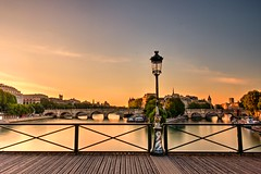 41/52 - Good morning Paris [Explore] (m4mboo) Tags: 52 52project blue bridge city france iledelacité matin morning orange paris pont pontdesarts seine soleil sun sunrise water