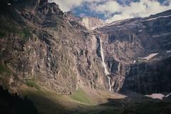 Le Cirque de Gavarnie / Le Parc National des Pyrénées      Sonnar 180mm F 2.8 (情事針寸II) Tags: light nature film kodachrome yashicacontaxlens mountain cascade europe france pyrénées lecirquedegavarnie sonnar180mmf28 ngc