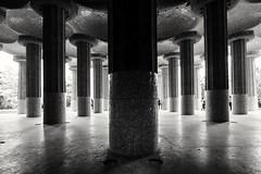 Shadow... (Stefano Avolio) Tags: barcelona barcellona bw blackwhite bn biancoenero stefanoavolio parcgüell