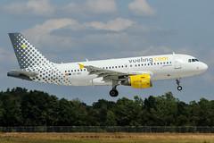 EC-MIQ (PlanePixNase) Tags: hannover aircraft airport planespotting haj eddv langenhagen vueling airbus 319 a319
