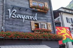 Red flowers on the windowsills (yukky89_yamashita) Tags: zermatt switzerland windowsill window flowers スイス ツェルマット