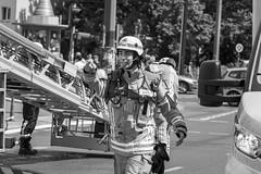 Dachstuhlbrand in Berlin-Prenzlauer Berg (Agentur snapshot-photography) Tags: 03004000 atemschutz bauwerke berlin brand brandbekämpfung brände building bygging dachstuhlbrand einsatz einsatzfahrzeuge eldur europa feuer feuerschein feuerwehr feuerwehreinsatz feuerwehrfahrzeug feuerwehrfahrzeuge feuerwehrfrau feuerwehrleute feuerwehrmann fire fireandrescue firedepartment firetruck firebrigade firefighter fireman firemen flammen frau frauen gebäude gebäudebrand haus häuser house hús löscharbeiten löschen mission qualm rauch rauchentwicklung rauchsäule slökkvilið slökkviliðsbíll structurefire wohngebäude wohnhaus wohnungsbrand woman women deutschland
