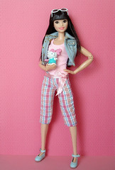 "Barbie ""Momoko"" 😉 (Deejay Bafaroy) Tags: barbie skipper babysitters 2017 2018 asian doll puppe mattel madetomove mtm portrait porträt pink rosa white weiss denim jeans turquoise türkis black schwarz sunglasses sonnenbrille hellokitty shoes schuhe"