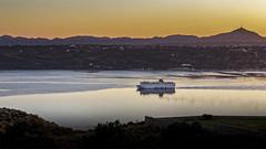 Baie de Souda au crépuscule (Lucille-bs) Tags: europe grèce crète baiedesouda bateau crépuscule mer akrotiri reflet paquebot aptera