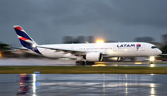 Wet'n'Wild A350 (LeoMuse747) Tags: latam airlines brasil airbus a350900 xwb a350941 prxtc fortaleza pinto martins intl airport for sbfz leomuse747 nikon d7200 nikkor 18140mm vr camera lens dslr fraport widebody taxi takeoff night shot nightshot planespotting planespotter dawn