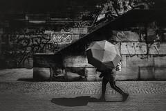 Abgeschirmt (Deinert-Photography) Tags: cityschlachte deutschland schatten street schwarzweis bremen blackwhite fujifilmx100f regenschirm streetfotografie citylife hb hansestadt regenwetter shadow streetart streetphoto streetphotography ubanphotography urban ombra ombre ombrello parapluie regenscherm schaduw schirm shade sombra umbra umbrelle