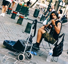 Mr. elegance.. (erlingraahede) Tags: canon vsco people streetphotography elegance music brussels