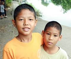 pals (the foreign photographer - ฝรั่งถ่) Tags: two boys children khlong thanon portraits bangkhen bangkok thailand canon