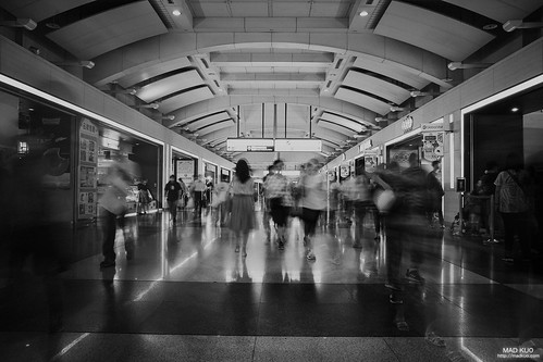 人來人往的板橋車站