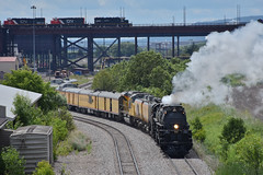 Meet for the ages (Robby Gragg) Tags: up big boy 4884 4014 duluth ic sd403 6252