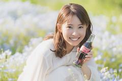 Beauty and Coke (YamatoHishino) Tags: portrait cola coke coca cocacola beauty sony a7 α7 α7ⅲ ilce7m3 japanese woman ポートレート コーラ fe コカ・コーラ 美人コーラ コカコーラ cute girl smile sigma sigma135mm art flower spring flowergarden japan osaka