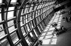 DSCF5439 (靴子) Tags: 黑白 單色 街頭 街拍 捷運站 建築 bw bnw street streetphoto city xt2 fujifilm