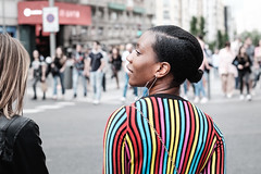 Colours (fernando_gm) Tags: 35mm xt1 fujifilm madrid street streetlife colour colours woman girl people person gente persona mujer chica bokeh desenfoque f14 calle callejera city ciudad