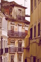 Apaixonar (StellaDeLMattino) Tags: lisboa lisbon lisbona alley vicolo vicoletto bairro alto windows balcone balcony finestre light trip travel portugal portogallo europe nikon d5000