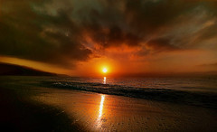 Amanecer dorado (Manuel Peña Jiménez) Tags: amanecer sunrise nubes cielo dorado paisaje aguadulce almería fujifilmxs1 playa sol elitegalleryaoi bestcapturesaoi aoi
