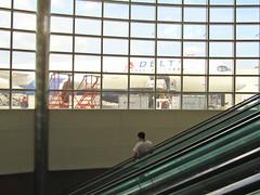 Detroit Metro Airport (Dan_DC) Tags: detroit man ridingescalator deltaairlinesaircraft loading dtw michigan