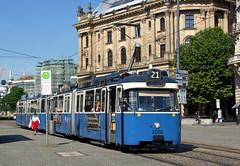 Spontaner Einsatz auf der Linie 21: P-Zug 2006/3004 steht auf der Fahrt zur St.-Veit-Straße am Lenbachplatz (Bild: Klaus Werner) (Frederik Buchleitner) Tags: 2006 3004 linie21 munich münchen pwagen strasenbahn streetcar tram trambahn