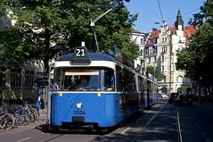 Bevor der P-Zug wieder auf den 15er einsetzt, geht es nochmal zur St.-Veit-Straße und dann zum Ostbahnhof zurück. Dort setzte dann der zuvor defekte S-Wagen wieder ein. P-Zug 2006/3004 steht an der Haltestelle Wörthstraße (Bild: Klaus Werner) (Frederik Buchleitner) Tags: 2006 3004 linie21 munich münchen pwagen strasenbahn streetcar tram trambahn
