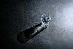 Foto (teun_van_dijk) Tags: glass water strobe flash studio grey blue colors stilllife teunvandijk fuji table transparancy transparant flickr light beautiful compagniedesaintgobain picardieglass classicaldesign bistroglas french frans