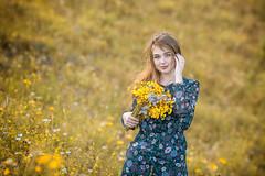 0R4A8930-2 (andre.pugachev) Tags: красивая девушка луг цветущий солнечный день цветы букет взгляд платье лето summer dress eye flowers sunny day meadow girl beautiful bouquet желтый yellow