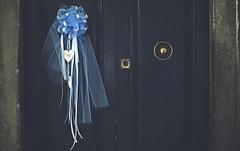 È nato... (esterc1) Tags: puerta italia cortona anuncionacimiento azul ribbon