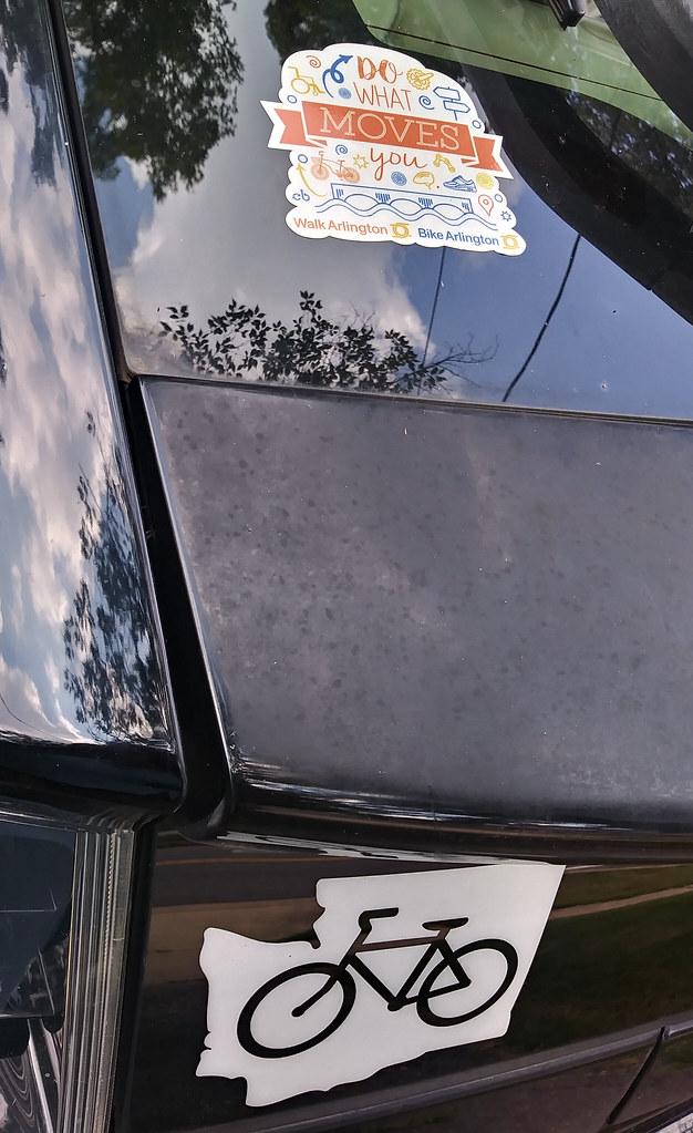 фото: Bike Arlington sticker on Prius