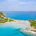Luftbild vom Strand Punta Molentis auf Sardinien mit Blick auf die Insel von Serpentara, Italien