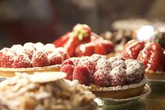 LVM:  Algo delicioso (AriCatalán) Tags: juegolvm jackierueda pastel fresas moras strawberry berry cake dulce sweet food comida lvm