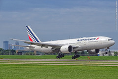 Air France 777 landing at MSP Airport, 18 July 2019 (photography.by.ROEVER) Tags: minnesota minneapolis stpaul twincities msp minneapolisstpaulinternationalairport mspairport kmsp airport airplane plane aircraft airliner 2019 july july2019 vacation roadtrip 2019vacation 2019roadtrip afr airfrance boeing boeing777 boeing777200 b772 runway12r rwy12r landing approach finalapproach fgsph cdg paris charlesdegaulleroissy hennepincounty usa