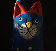 Meow? (Snorkle-suz) Tags: macromondays madeofwood monday29july2019 catornament wooden painted cat closeup small macro fun stilllife tabletop inside ordinaryart newzealand nz aotearoa canoneos600d canoneosrebelt3i canoneoskissx5 canonefs55250mmf456isstm 55250mm