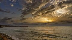 Al alba en la Torre (Fotgrafo-robby25) Tags: alicante amanecer costablanca marmediterráneo nubes rocas sonyilce7rm3 torredelahoradada